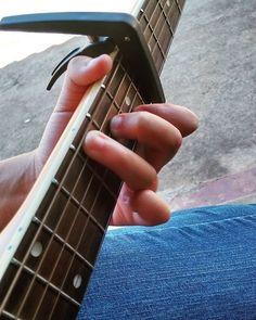 """""""Senti a palheta nadar entre as cordas do violão. Meus dedos subiam e desciam as casas de madeira velha. Viajei para longe dentro de mim.  Não sei se voltei."""" - Alice Petrochi by luanamassarani http://ift.tt/1YFy3tY"""