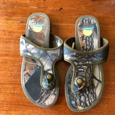 8d07fbc0d6d1 Womens Camo Sandal or Flip Flops Maui Island Shoes Size 9 B in great  condition