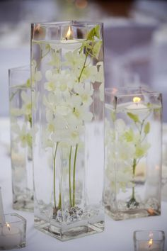 White winter wedding centerpiece. Events by Dream Makers, Florida. Plan your special day with us! eventsbydreammakers.com