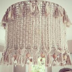 Crochet, lineas verticales, borlas, pompones y caireles