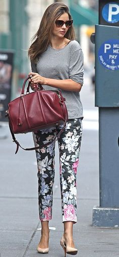 5 floral pants outfits for spring Miranda Kerr headed to a photo shoot in downtown Manhattan on Sunday in floral print pants. Floral Pants Outfit, Floral Print Pants, Printed Pants, Floral Outfits, Patterned Pants, Printed Denim, Estilo Miranda Kerr, Miranda Kerr Street Style, Trendy Outfits