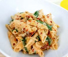 But with protein pasta! This Weight Watchers Tuscan Chicken Pasta is a delicious and easy weeknight meal! Weight Watchers Crockpot recipes are healthy and yummy! Healthy Pasta Recipes, Healthy Pastas, Crockpot Recipes, 21dayfix Recipes, Ww Recipes, Family Recipes, Copycat Recipes, Slow Cooker Recipes, Family Meals