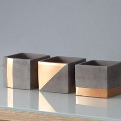 Three CHIC pots made of slate gray and copper-colored concrete / square planter . - Do it yourself decoration - Three CHIC pots made of slate gray and copper-colored concrete / square planter … – Do it yourse - Concrete Pots, Concrete Crafts, Concrete Projects, Diy Cement Planters, Wall Planters, Beton Design, Concrete Design, Copper Paint, Copper Color