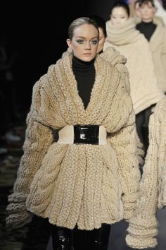 Cher Michel Klein Fall 2008 Ready-to-Wear Knitwear Fashion, Knit Fashion, Look Fashion, Michel Klein, Knitting Designs, Mode Inspiration, Sweater Weather, Autumn Winter Fashion, Winter Outfits