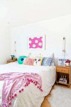 White Bedroom With Pop Of Color wohntextilien im weißen schlafzimmer für boho chic | interior