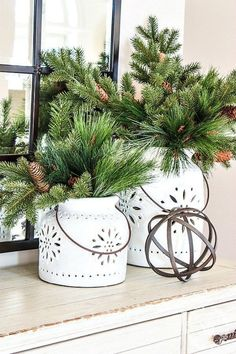 14 Stunning House Decor For Holiday Simple But Beautiful - Skurrile Geschenke - Christmas Greenery, Decoration Christmas, Christmas Mantels, Green Christmas, Country Christmas, Xmas Decorations, Winter Christmas, Christmas Home, Christmas Crafts