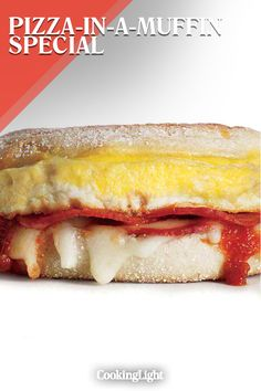 Pizza for breakfast? You bet when it's The Pizza-in-a-Muffin Special. We take turkey pepperoni, mozzarella, egg, and marinara sauce, and sandwich Brunch Recipes, Breakfast Recipes, English Muffin Pizza, Turkey Pepperoni, Pizza Sandwich, Pizza Muffins, Breakfast Pizza, Marinara Sauce, Cooking Light