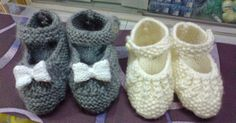TUTORIAL PATUQUITOSMateriales:*** Estos son de punto dos agujas. Si los quereis para recien nacido, usad lana fina y agujas del 2,50 mm... Knitting For Kids, Free Knitting, Baby Knitting, Crochet Baby, Knitting Patterns, Knit Crochet, Knitted Booties, Knit Shoes, Bebe Baby