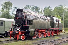 OKz32 - parowóz zbudowany specjalnie dla traktu Kraków - Zakopane. Przy częściowym wyczerpaniu kotła doprowadzał skład do stacji. Inne parowozy z tym sobie nie radziły.