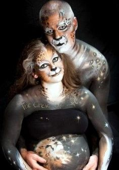 Pregnant belly painting is becoming more and more popular in United States and all over the world. It seems that pregnant belly painting . Funny Maternity Photos, Funny Wedding Photos, Maternity Portraits, Pregnancy Pictures, Maternity Photography, Family Portraits, Belly Painting, Foto Fails, Top Photos