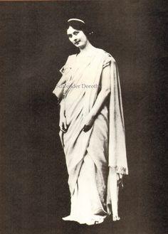 Isadora Duncan Greek Toga Modern Dance by SurrenderDorothy on Etsy Isadora Duncan, Folk Dance, Dance Art, Greek Toga, Black And White Books, Sci Fi Horror Movies, Social Dance, Latest Discoveries, Modern Dance