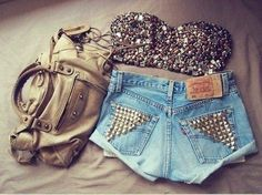 This is SO cute.. I'd probably have to starve myself for a week or two before I could pull it off though..