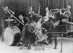 King Oliver's Creole Jazz Band, Chicago c. 1923 L-R: Honore Dutrey, trombone; Baby Dodd, drums; King Oliver, cornet; Louis Armstrong (center...