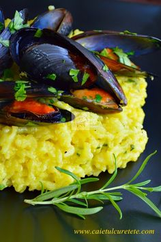 CAIETUL CU RETETE: Risotto cu midii si sofran Risotto, Seafood, Vegetables, Cooking, Ethnic Recipes, Europe, Kitchens, Sea Food, Kitchen