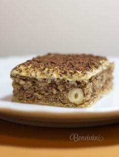 Na tomto koláčiku je úžasné, že nielen cesto je preplnené voňavými orechami, ale podkladom je extra chrumkavá oplátka. Karamelový maslový krém na vrchu celú záležitosť jemne vybalancuje a verte, že keď sa raz zakúsnete, tak nebudete vedieť prestať jesť :) Sweet Desserts, Sweet Recipes, Dessert Recipes, Czech Recipes, Russian Recipes, Giant Cupcake Cakes, Eastern European Recipes, Xmas Cookies, Amazing Cakes