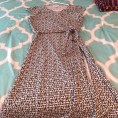 Black and white dress size 6 petite Ann Taylor black and white wrap dress size 6 Petite. The dress has a side zipper and is knee length. LOFT Dresses