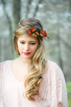 Gold and Red Monarch Butterfly hair crown, butterfly hair crown from serenitycrystal on Etsy. Butterfly Wedding, Butterfly Hair, White Butterfly, Monarch Butterfly, Crown Hairstyles, Wedding Hairstyles, Looks Cool, Beautiful Butterflies, Hair Day