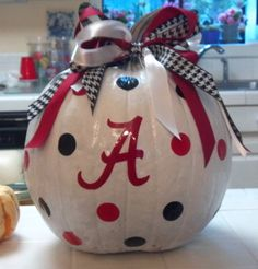 Disgusts me to pin this....  But I need a championship pumpkin!  Obviously mine will have UK on it!