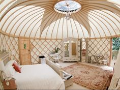 Holy shite I'm in love! GORGEOUS yurt in shabby cottage style - now I'm gettin' enthusiastic about this dream! :)