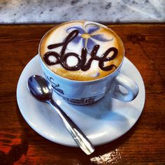 The best coffee love image I have ever seen! c(_)