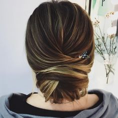 log chignon Wedding Hairstyles to Complement Your Wedding Dress - The perfect bridal hairstyle for your wedding day to complete your look accompanying veil