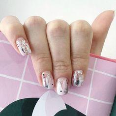 More than 70 colors and models of newer nail designs 70 the most recent art 32 Nail Manicure, Diy Nails, Cute Nails, Pretty Nails, Nail Polish, New Nail Designs, Rose Gold Nails, Minimalist Nails, Stylish Nails