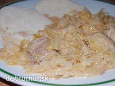 Fotorecept: Segedín -  Mäso a cibuľu nakrájame. Cibuľu speníme na bravčovej masti. Pridáme mäso, soľ, podusíme do mäkka (cca pol hodinu),...