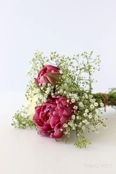 DIY Blumensträuße binden - ganz leicht Floral Wreath, Wreaths, Plants, Diy, Home Decor, Mother's Day, Simple, Dekoration, Floral Crown