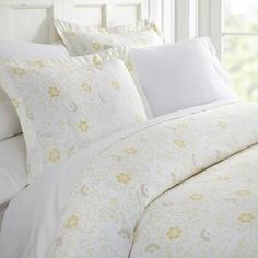 The Becky Cameron Spring Vine Duvet Cover Set will enhance and improve your bedroom decor. Tailored for a perfect fit and made with the finest imported microfiber yarns for ultimate comfort. This luxury duvet cover set is expertly stitched fo Full Duvet Cover, Bed Duvet Covers, Duvet Cover Sets, Pillow Shams, Duvet Insert, Pillows, Luxury Inn, California King Duvet Cover, Luxury Duvet Covers