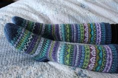Knitting Socks, Knit Socks, Woolen Socks, Diy And Crafts, Handmade, Mittens, Gloves, Winter, Wool Socks