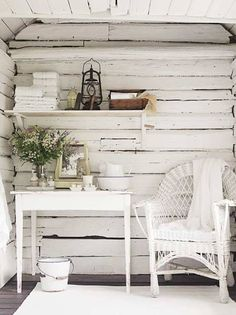 Shabby Chic comes in many forms. From what I like to call Shabby Shabby Chic where every single item of the room is either: chipped, distre. Casas Shabby Chic, Estilo Shabby Chic, Shabby Chic Style, Shabby Chic Decor, Chabby Chic, Rustic Decor, Cottage Chic, White Cottage, Cottage Porch