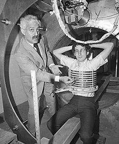 1978  Raymond Damadian founds the FONAR Corporation (Field fOcused Nuclear mAgnetic Resonance) to bring his invention on the medical market.