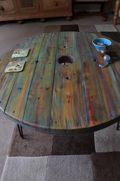 Wood, Diy Wood Projects Furniture, Coffee Table Makeover, Rustic Wood Furniture, Wood Coffee Table Rustic, Dining Table Makeover, Octagon Table, Coffee Table, Wooden Spool Tables
