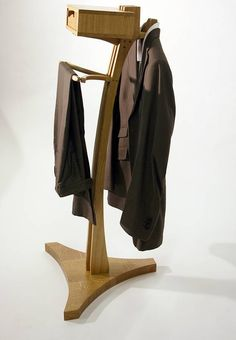 My own little wooden robot valet Zen Furniture, Furniture Design, Coat Hanger Stand, Masculine Room, Mens Valet, Valet Stand, Clothes Stand, Walk In Robe, Woodworking Inspiration