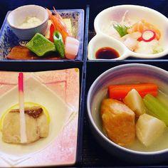 Pleasing your eyes tantalizing your taste buds. #japanesefood #toba #beautifulfood #kaiseki #ilovejapan #thejapanesecuisine by geksri98