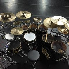 Great to be back behind my black&gold old friend. @pearl_drums @zildjiancompany @evansdrumheads @vaterdrumsticks @dwdrums @gibraltarhardware #rehearsal