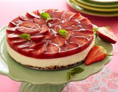 En lækker cheesecake til dig, der følger slankekuren LCHF. Low Carb Recipes, Real Food Recipes, Dessert Recipes, Healthy Cake, Healthy Sweets, Low Carb Cheesecake Recipe, Danish Food, Strawberry Cheesecake, Savoury Cake
