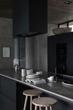 AMM blog: Dark & Romantic, a Sophisticated Villa in Black