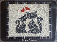 Quadro feito com base de MDF trabalhado com mosaico de pastilhas de vidro com gancho para pendurar.