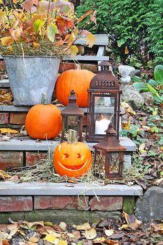 VIBEKE DESIGN: Halloween - rusty lanterns, pumpkins and fall foliage.add some orange fairy lights to the lanterns! Autumn Garden, Autumn Home, Autumn Fall, Autumn Leaves, Holidays Halloween, Happy Halloween, Halloween Ideas, Thanksgiving Decorations, Halloween Decorations