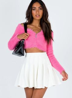 Discover recipes, home ideas, style inspiration and other ideas to try. Skater Skirt Outfit, White Skater Skirt, White Pleated Skirt, Skirt Outfits, Teen Fashion Outfits, Girly Outfits, Grunge Outfits, Fasion, Black Circle Skirts