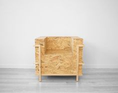 Reproducing Le Corbusier LC2 chair in stratified wood and pine.