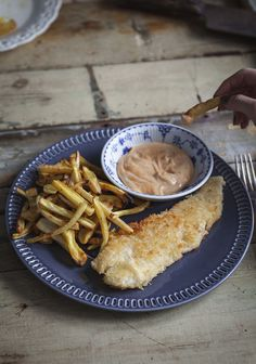 Coconut-crusted fish with veggie fries & spicy mayo - Trois fois par jour Cooking Time, Cooking Recipes, Healthy Recipes, Healthy Meals, Beignets, Fish Recipes, Seafood Recipes, Filet De Turbot, Fisher