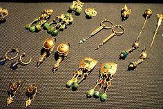 Roman earrings      In Sadberk Hanim Museum, Buyukdere,