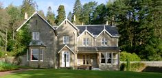 Eilean Shona (no current availability) is a privately owned island located at the entrance of Loch Moidart in the west of Scotland. The island's main house and cottages are available to rent on a weekly basis