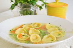 Sopa de capeletti - http://camilanacozinha.com/2014/05/14/sopa-de-capeletti/