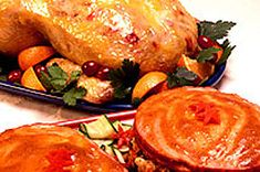 Poulet entier au barbecue- Kraft Canada Turkey, Canada, Food, Bbq Whole Chicken, Orange Chicken, Poultry, Baked Chicken, Salvia, Slow Cooker