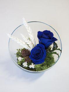 Las rosas azules representan la lealtad y la amistad eterna. ¿Tienes pensado regalar esta flor? No nos cabe duda de que esa persona especial es diferente y mágica.   http://clorofila.shop/es/composiciones-de-rosas-preservadas/20-composicion-cuenco-dos-rosas.html#/14-color-azul   #clorofila #clorofilashop #flor #florpreservada #rosa #rosapreservada #rose #ceremonia #evento #eventosoriginales #regaloevento #regalo #regalooriginal #regalonovia #detalle #boda #detalleboda #detallesdeboda…