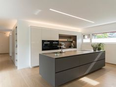 Detached house # Feldkirch # modern wood construction # modern architecture # flat roof # rich … - Home Page Kitchen Room Design, Modern Kitchen Design, Home Decor Kitchen, Kitchen Living, Interior Design Kitchen, Feldkirch, Kitchen Island Lighting, Flat Roof, Cuisines Design