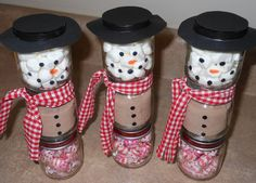 Baby Food Jar Snowmen-- Now I know what to do with all those baby food jars. :)